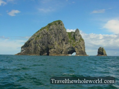 New-Zealand-Bay-Of-Islands-Hole-In-The-Rock