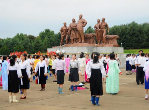 North-Korea-Dancing2