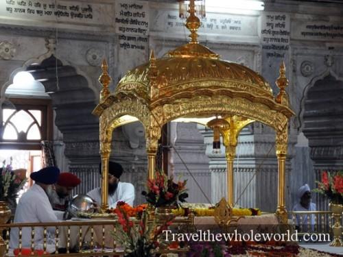 India-New-Delhi-Sikh-Golden-Dome