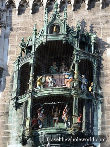 Germany Munich Rathaus-Glockenspiel Show