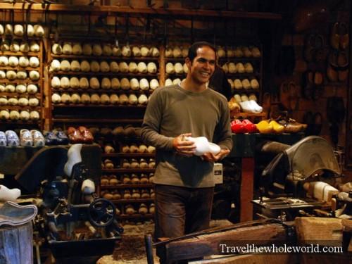 Netherlands_Wooden_Shoe_Shop