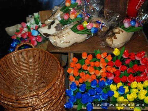 Netherlands_Wooden_Shoe_Souvenirs
