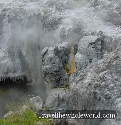 New-Zealand-Geyser-Orange-Rock