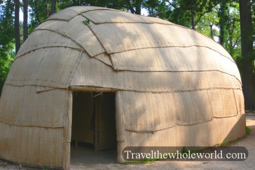 Viginia-Jamestown-Powhatan-Hut