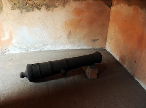 Benin Roi Toffa Voodoo Palace Cannon