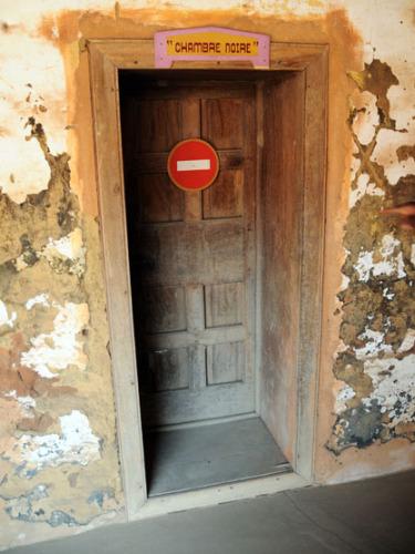 Roi Toffa Voodoo Palace Suicide Room
