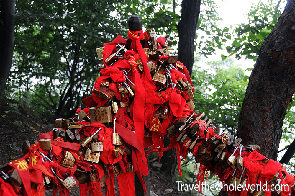 China Mt Huashan Ribbons Locks