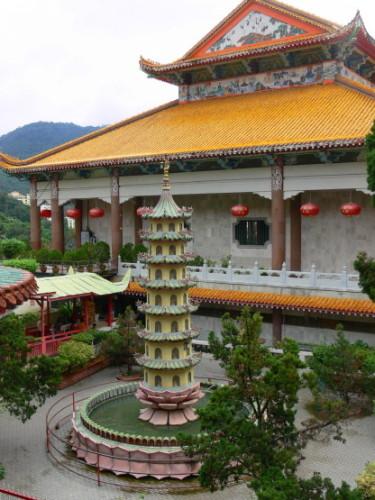 Malaysia Kek Lok Si Courtyard