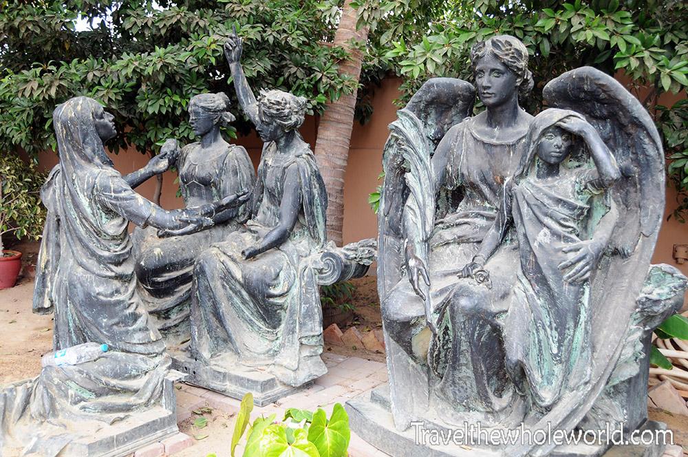 Pakistan Karachi Mohatta Palace Statues