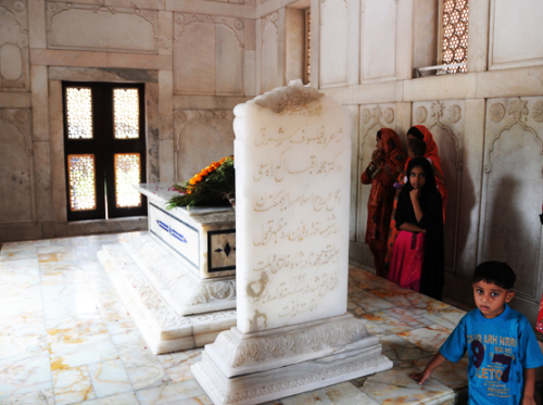 Pakistan Lahore Badshahi  Mosque Tomb