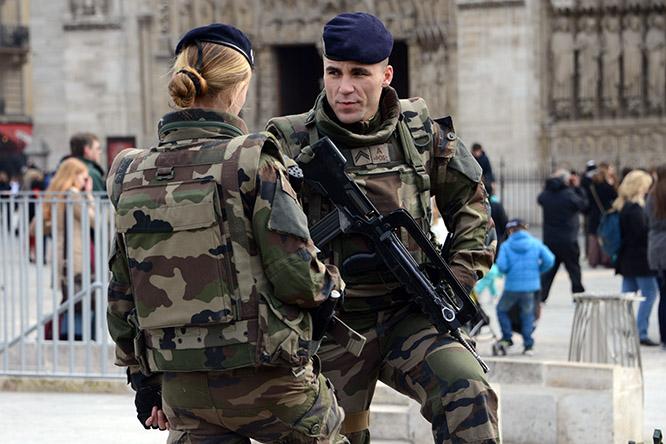 France Paris Soldiers