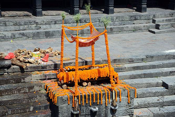 Nepal Kathmandu Pashupatinath Cremation Rich